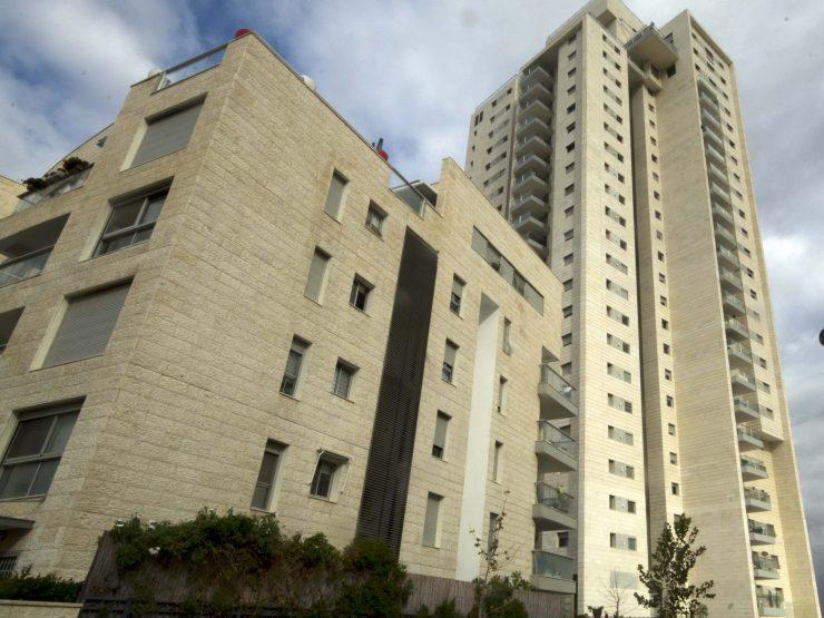 בכרמים במגדל יוקרתי דירת 4 חדרים בקומה גבוה במודיעין