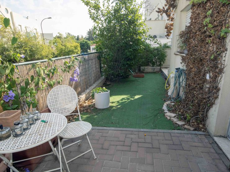 To rent, beautiful 4 room garden apartment in Messua (Givat C), Modiin.