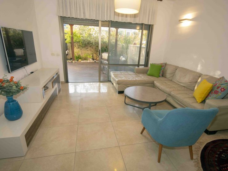 For sale, 5 room garden apartment in Shvatim (North Buchman).