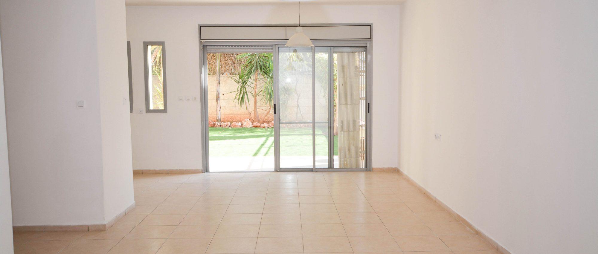 For Rent, 5.5 Room Garden Duplex in North Buchman, Hashvatim
