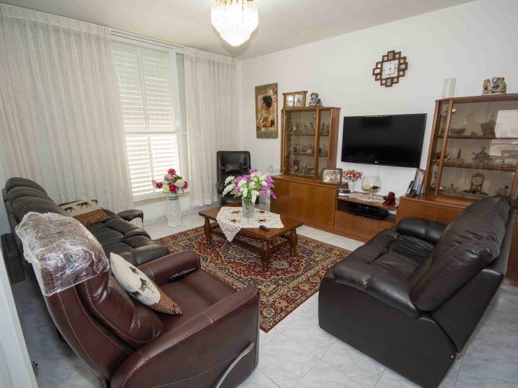 """למכירה, דירת 4 חדרים בשכונת רמב""""ם, ראשון לציון."""