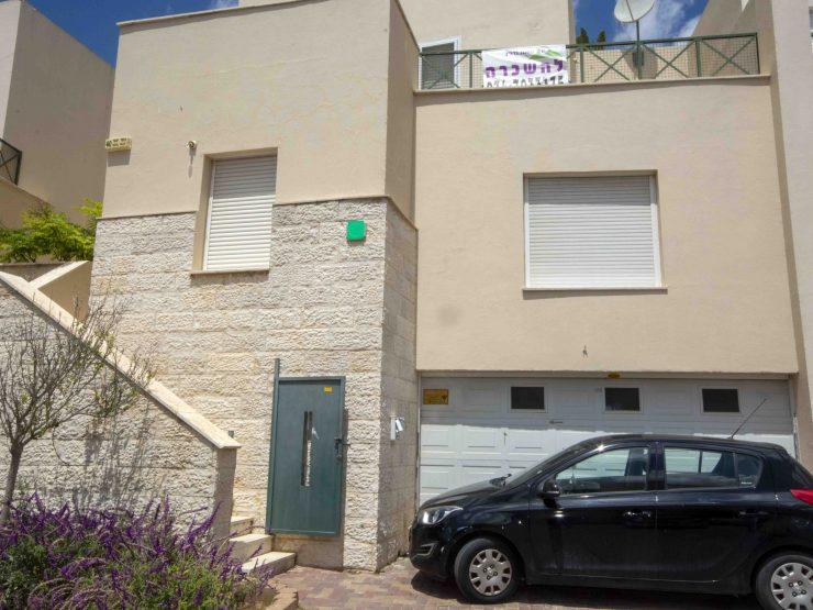 להשכרה –  קוטג  6 חדרים, ברחוב נחל יגור בשכונת משואה ( גבעה C ), מודיעין