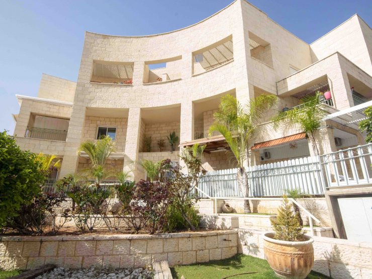 Exclusive – 4 Room Apartment for Sale in Emek Zvulan, Meginim, Modiin
